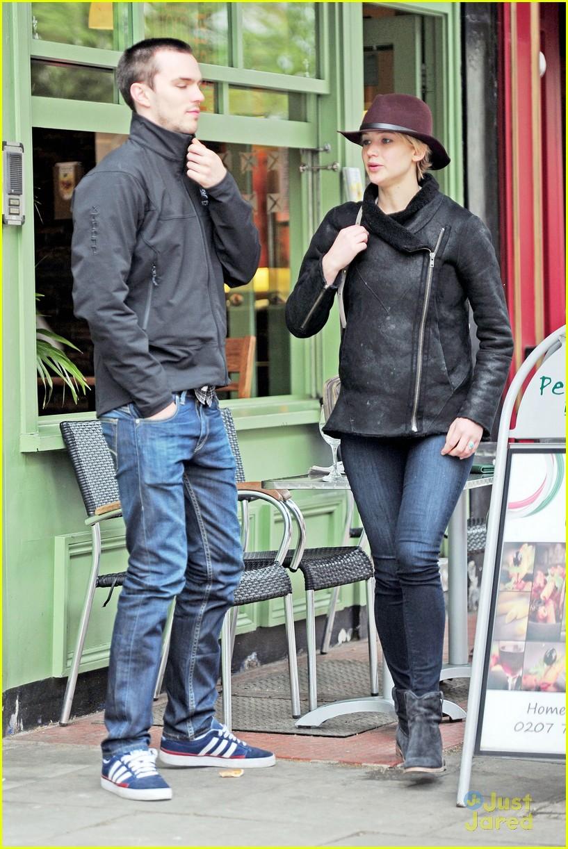 Jennifer Lawrence Holding Baby Jennifer Lawren...