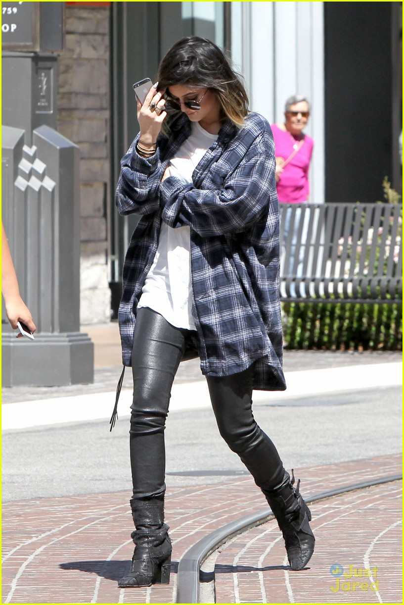 kendall jenner leaves nyc kylie jenner gas lunch 17