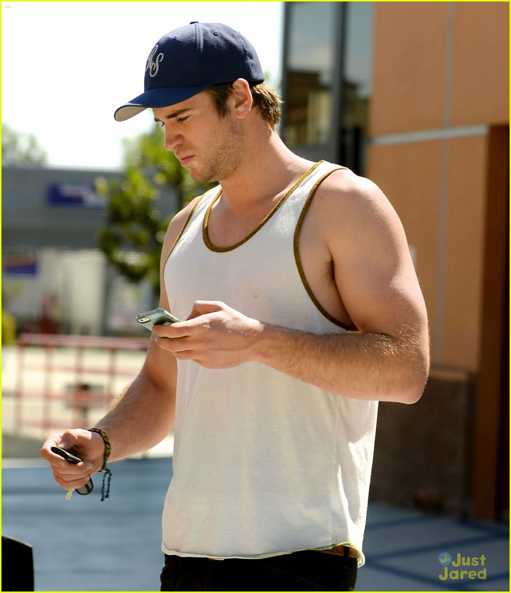 liam hemsworth buff biceps display tank top 05