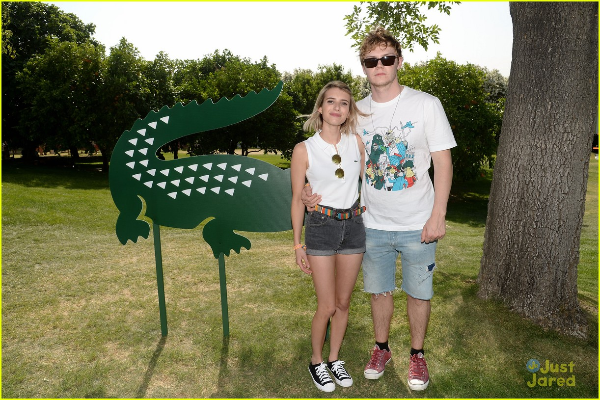 emma roberts and evan peters hold hands at coachella 201409