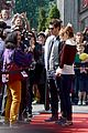 emma stone andrew garfield hands disneyland paris 15