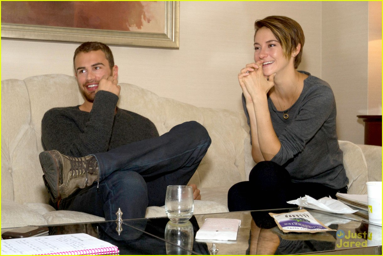 Shailene Woodley and Theo James Photos Photos - 'Divergent ...  Shailene Woodley And Theo James Divergent Premiere