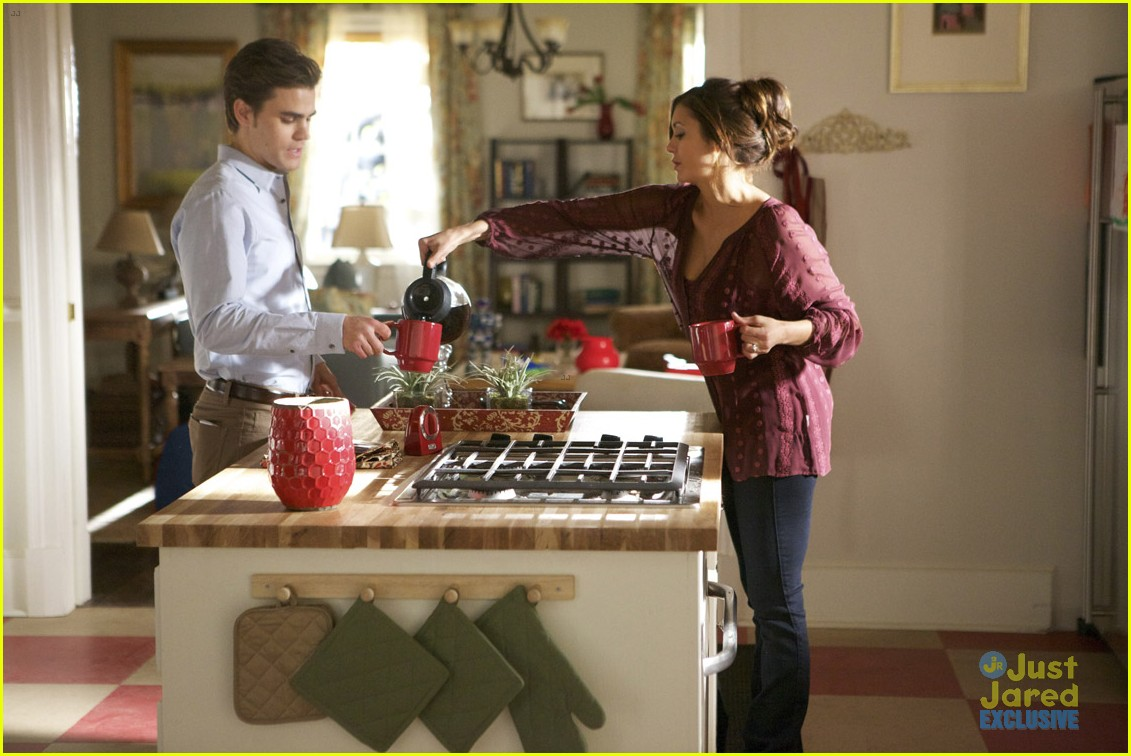 the vampire diaries exclusive photos resident evil stelena 03
