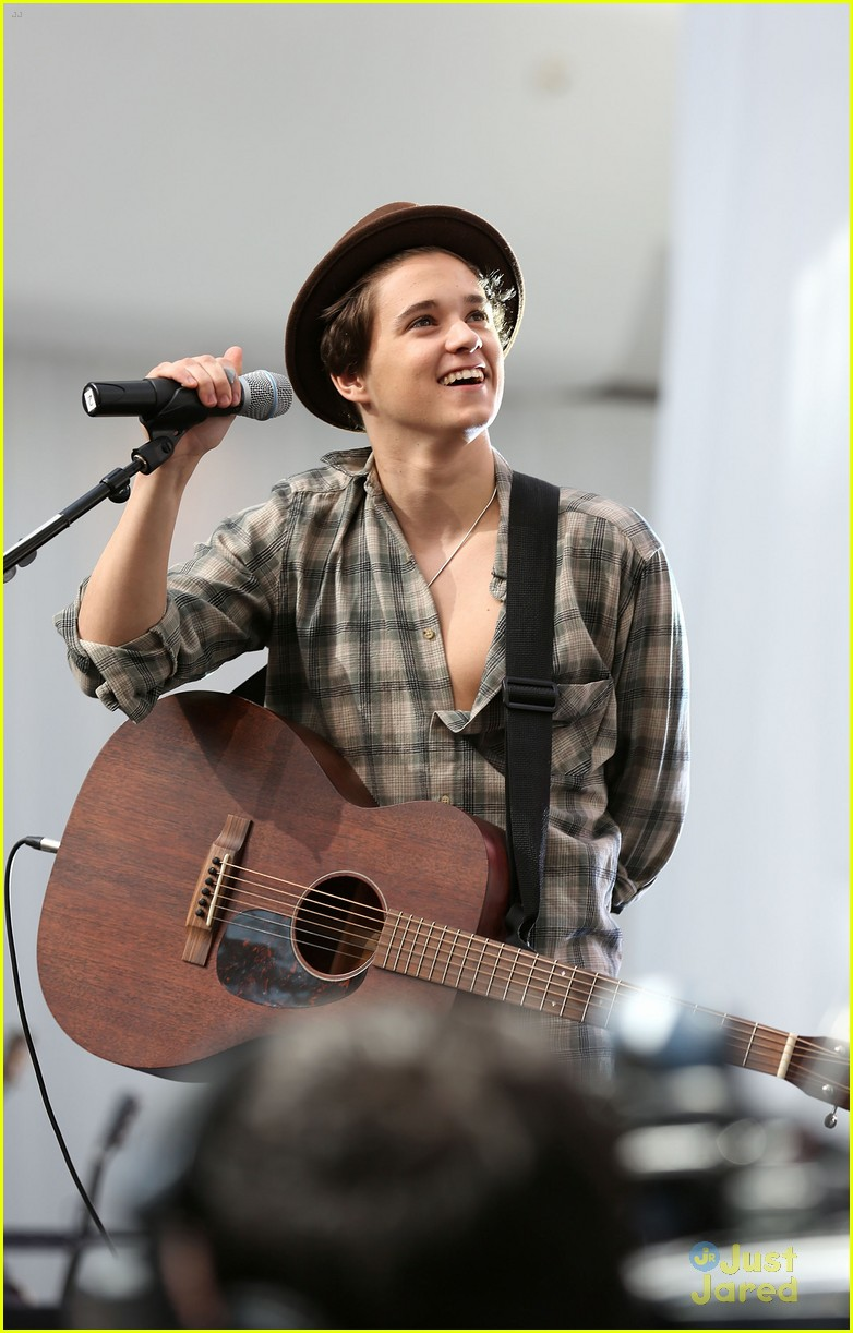 the vamps album signing singing 04