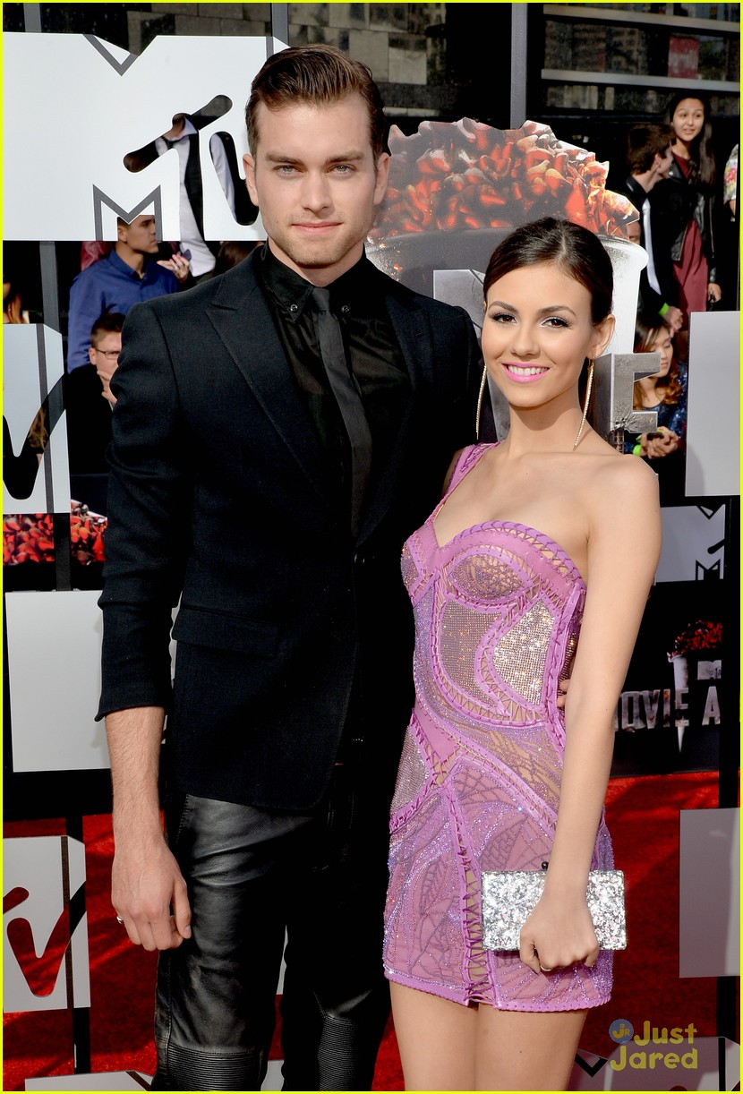 victoria justice and pierson fode relationship questions