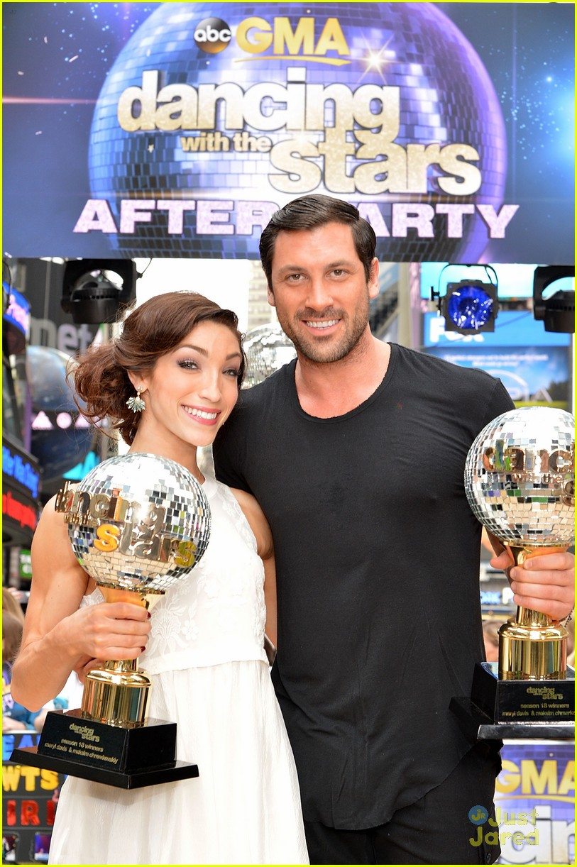 Meryl Davis Maksim Chmerkovskiy Celebrate Dwts Win On Gma