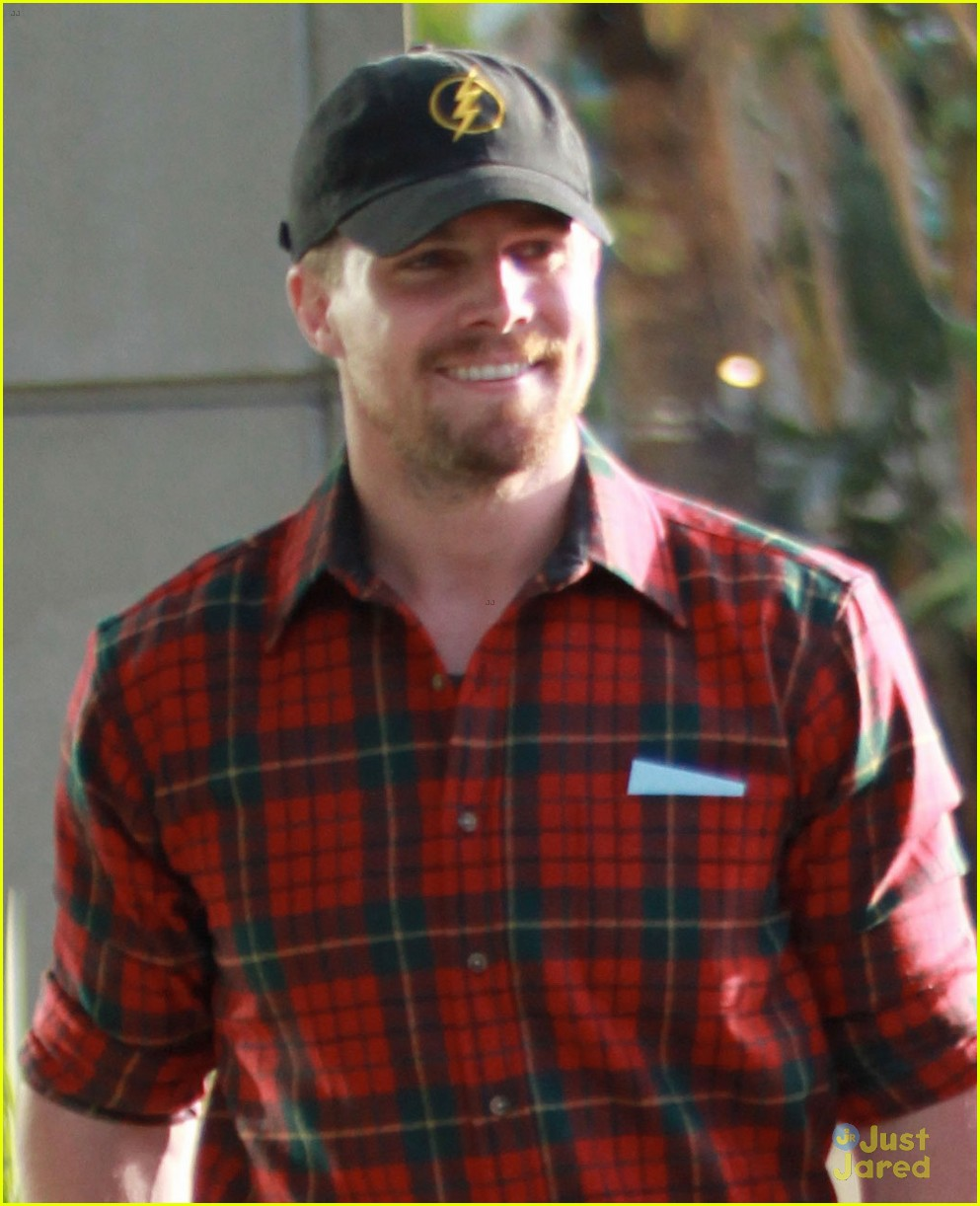 paul wesley stephen amell cw stars at kings game 02