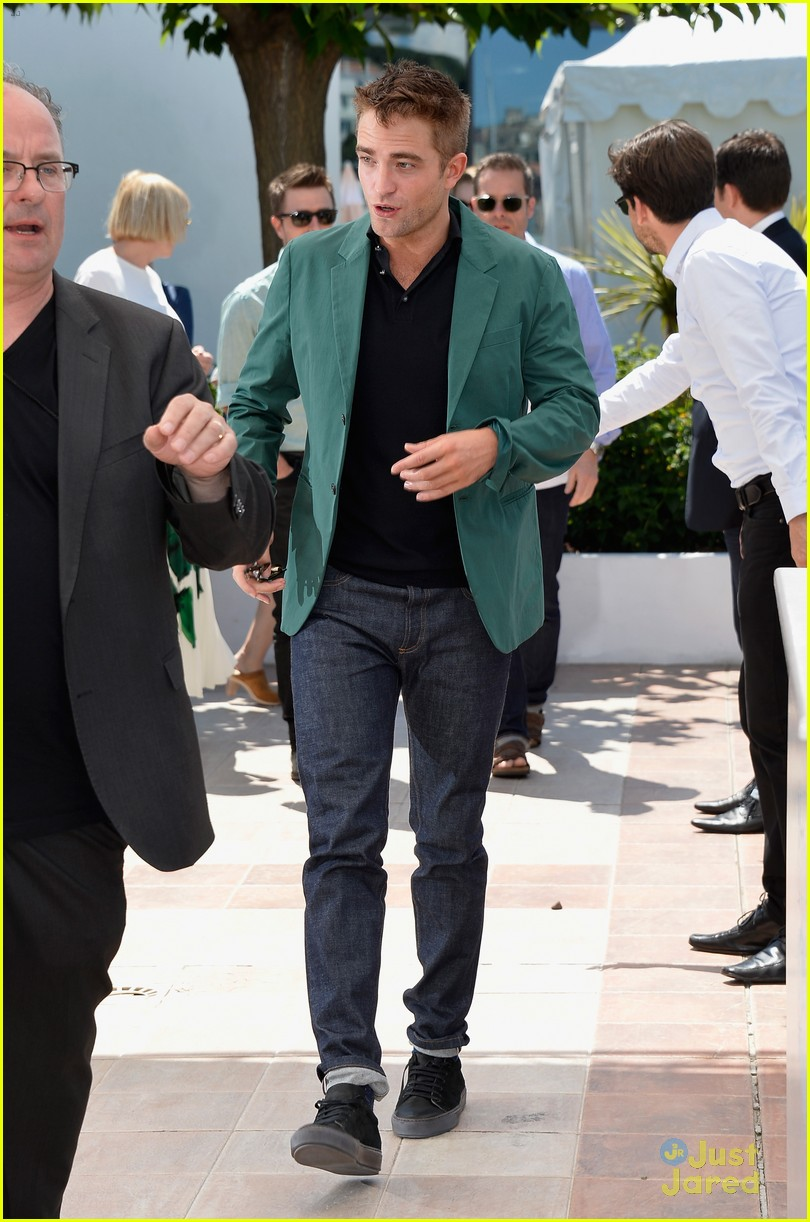 robert pattinson the rover photo call cannes 17