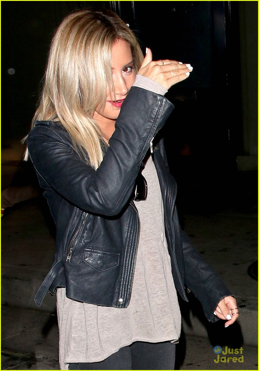 ashley tisdale shorter blonder hair 04