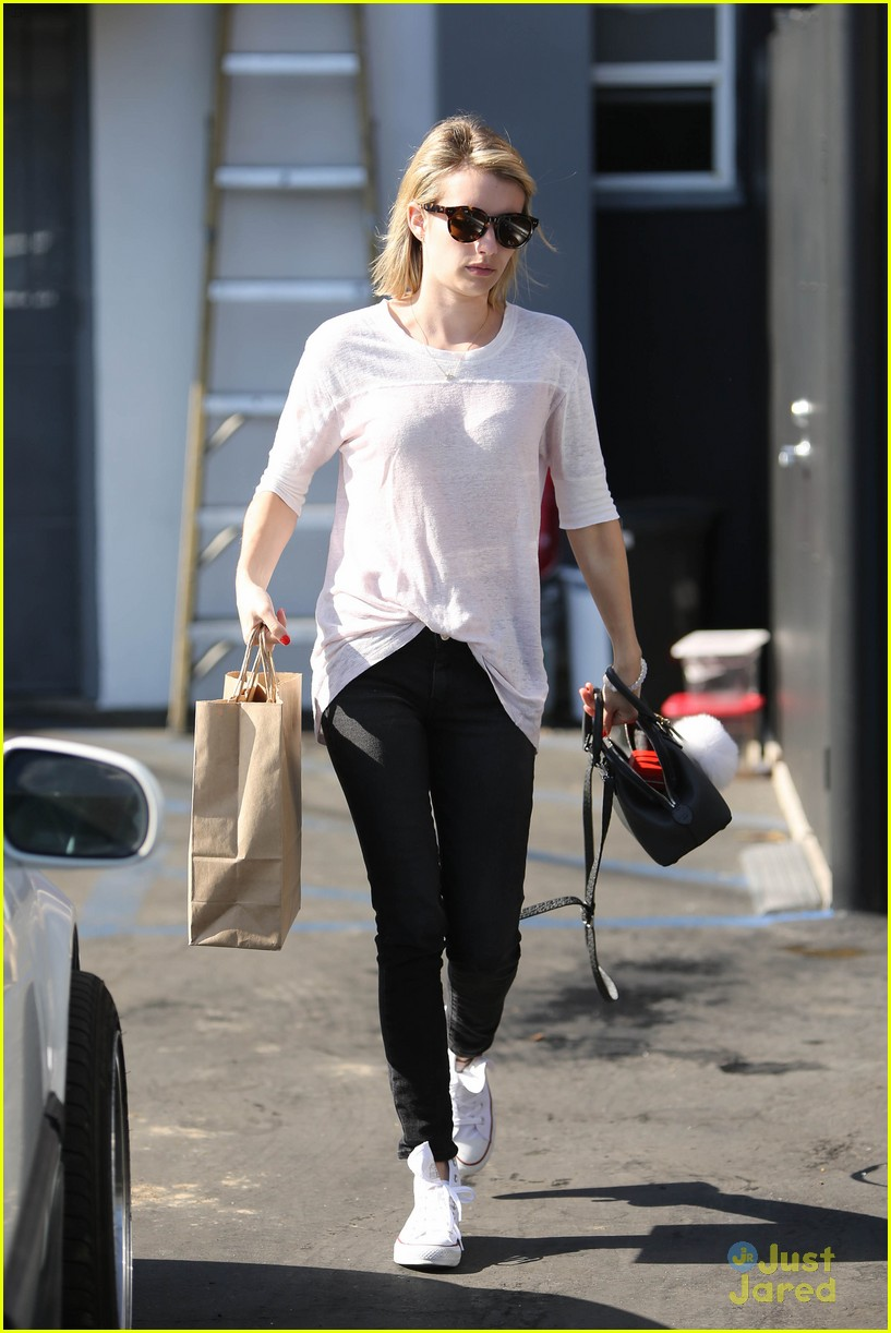 emma roberts stays healthy green juice 12