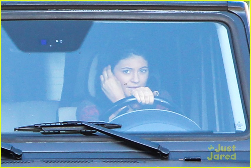 kylie jenner up close personal with mystery guy 17