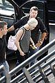 miley cyrus arrives amsterdam last bangerz tour stop 02