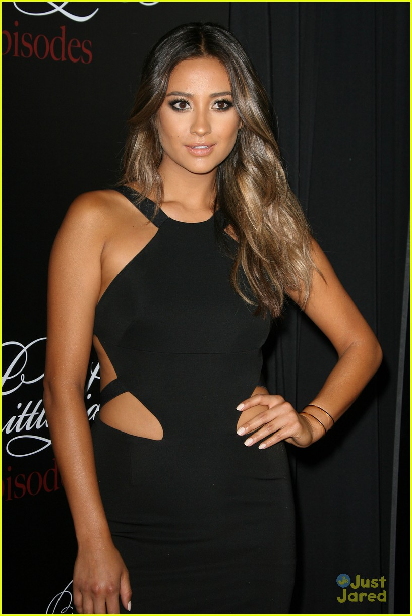 Ashley Benson Shay Mitchell Wow On The Red Carpet At The Pretty