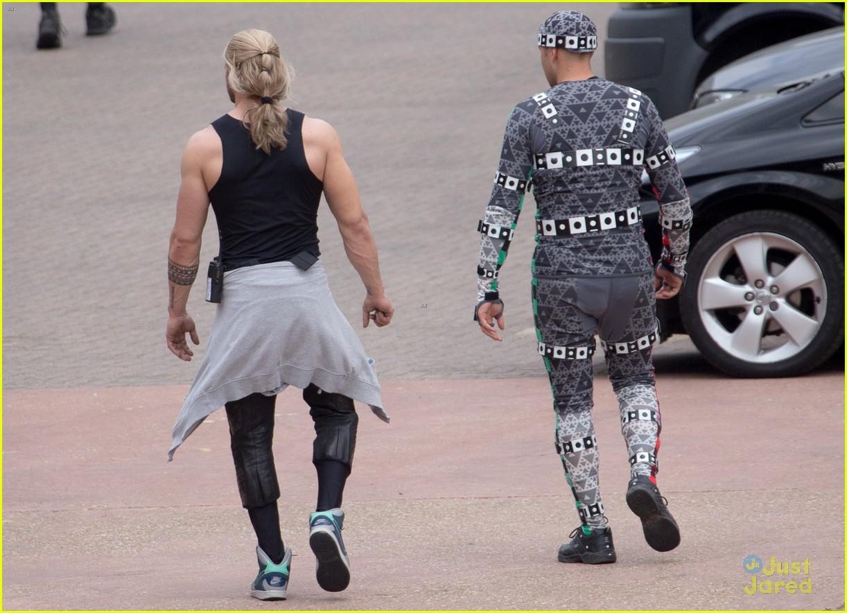 aaron taylor johnson elizabeth olsen avengers stunt doubles 10
