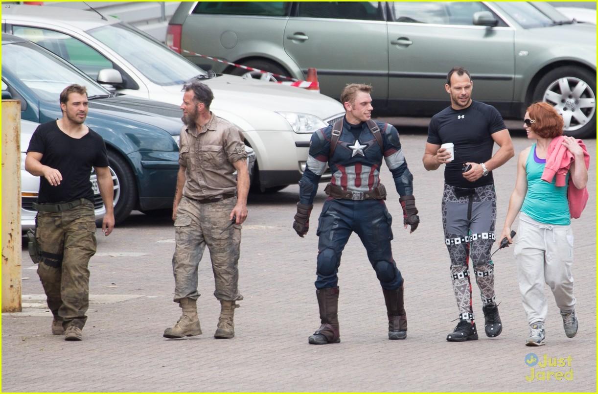 aaron taylor johnson elizabeth olsen avengers stunt doubles 14
