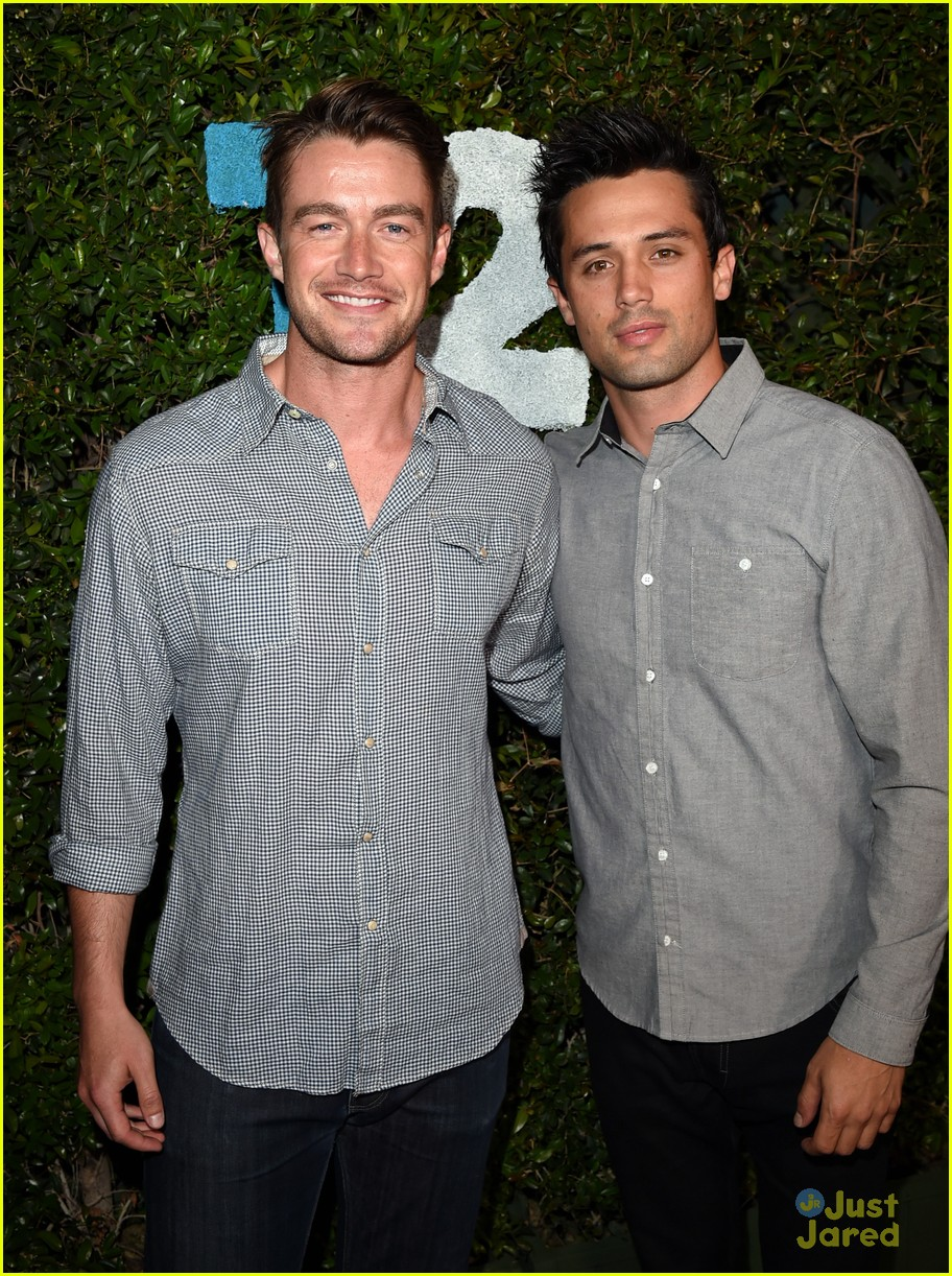 Robert Buckley 2014