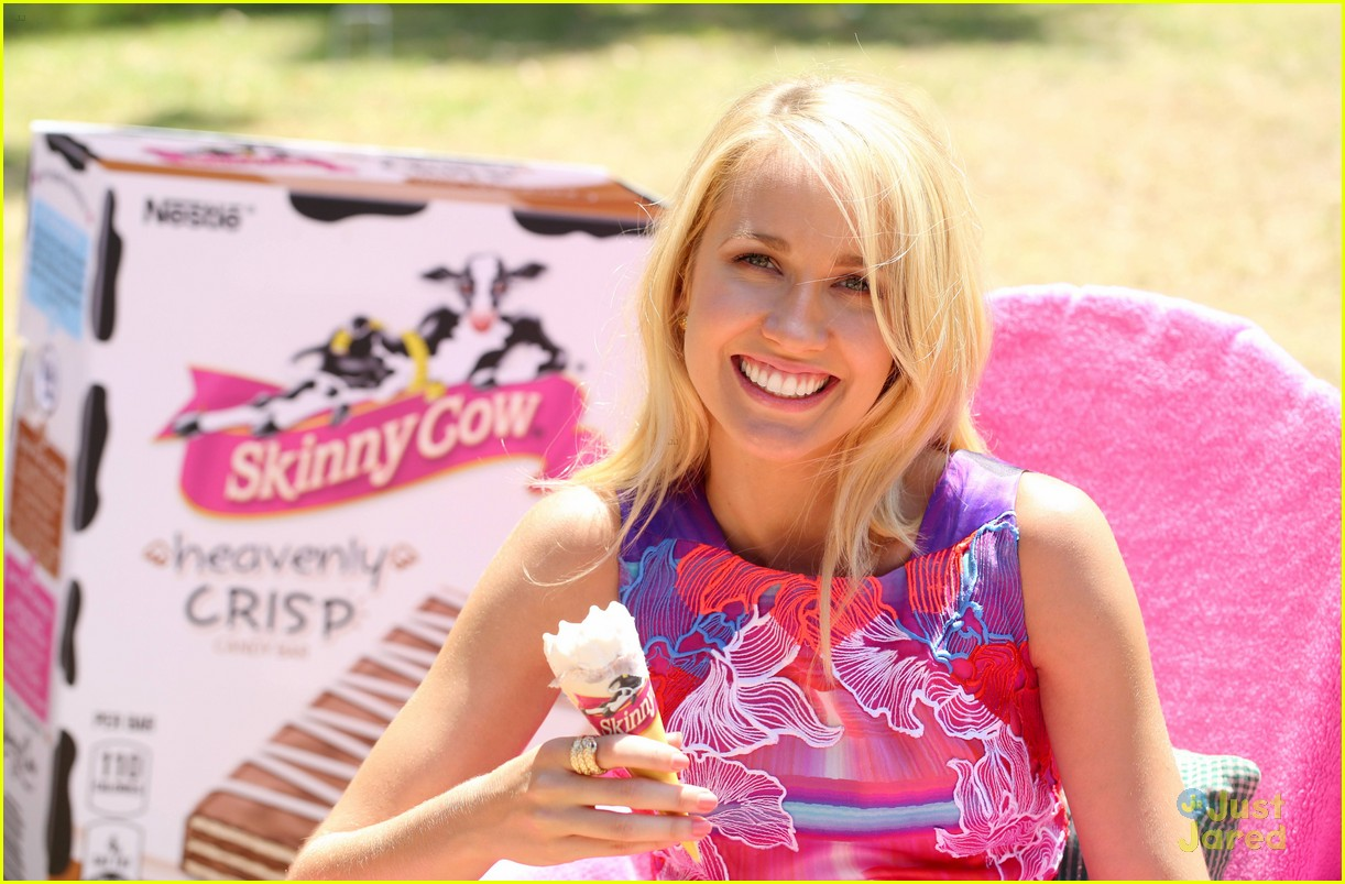 anna camp glamping brittany snow vegas 04