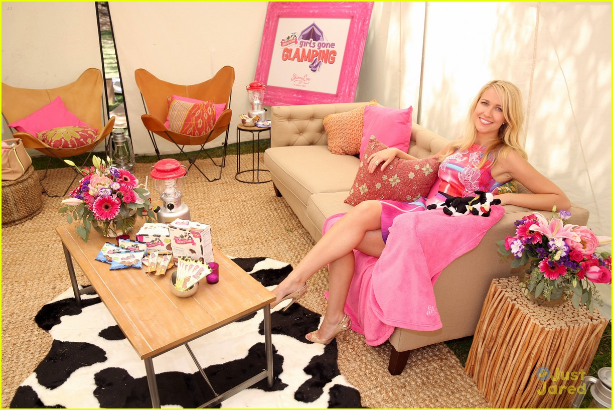 anna camp glamping brittany snow vegas 18