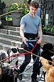 daniel radcliffe dog walker trainwreck nyc set 30