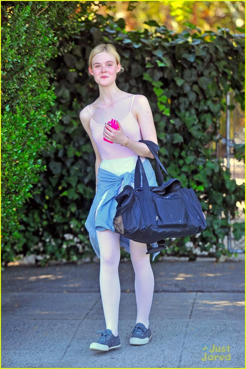 elle fanning pampered after ballet session 02