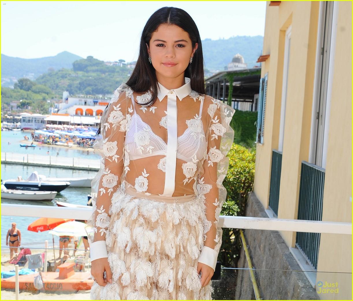 leaked bra gomez Selena