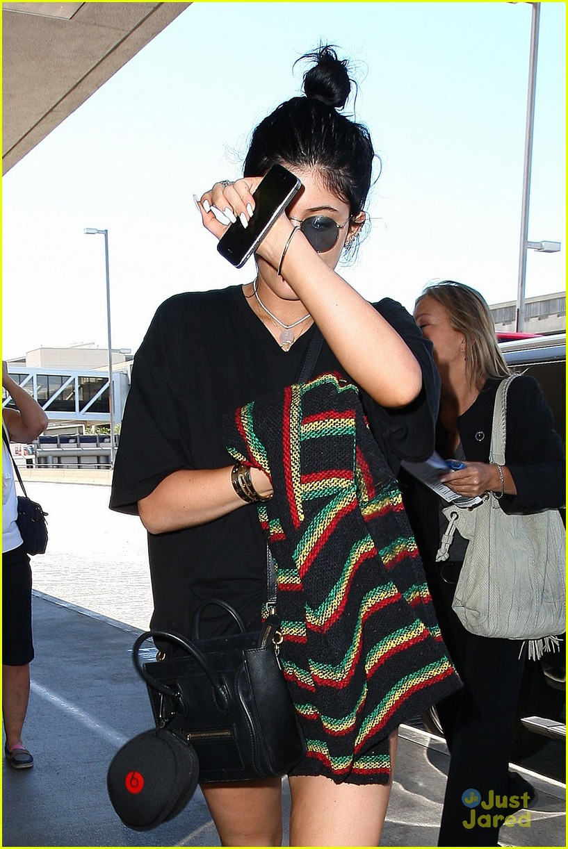 kendall kylie jenner megadeath tee lax airport 10