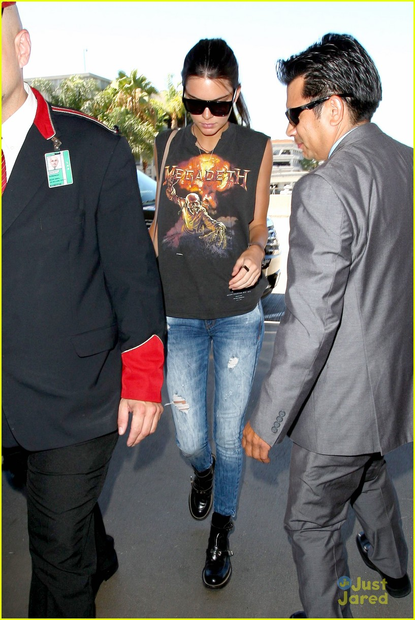 kendall kylie jenner megadeath tee lax airport 13