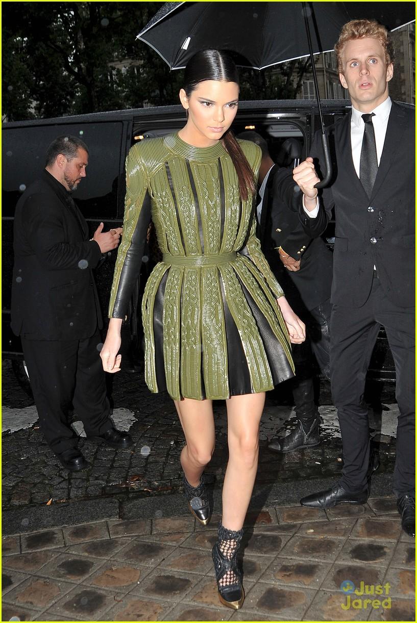 8554d118043 Kendall Jenner Lets Her Sister Kim Kardashian Join the Balmain Army ...