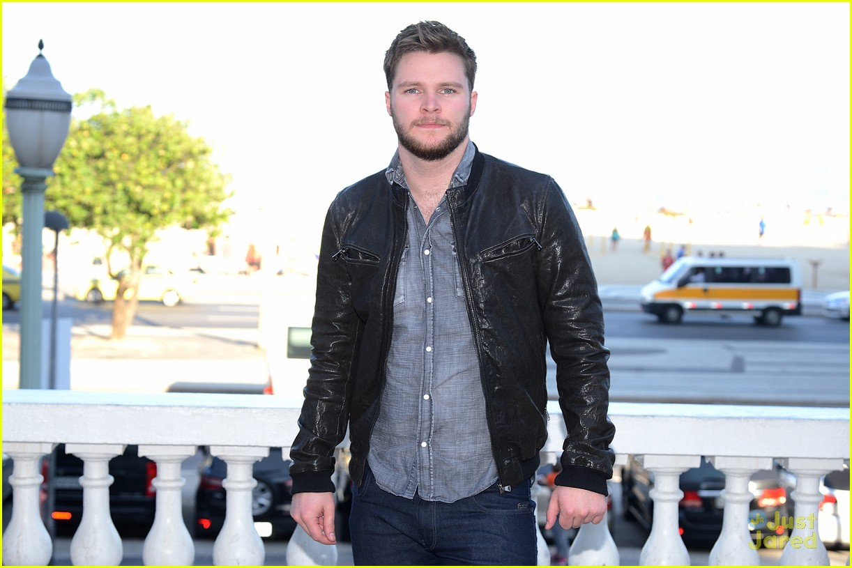 nicola peltz jack reynor transformers rio photo call 04