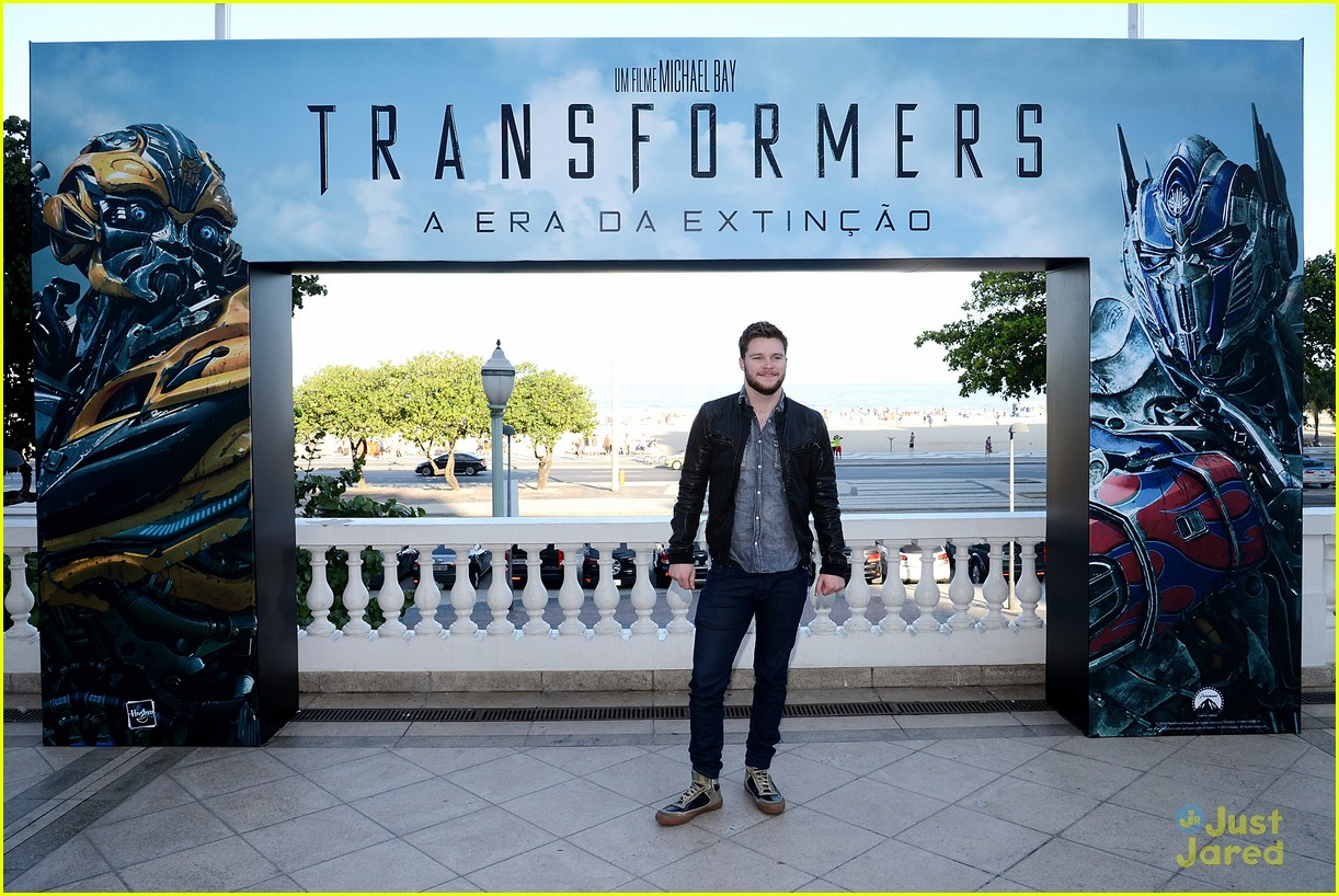 nicola peltz jack reynor transformers rio photo call 13