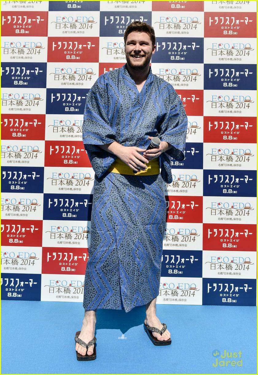 nicola peltz jack reynor transformers tokyo premiere 03
