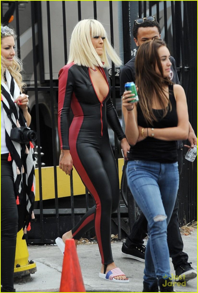 Rita Ora & Iggy Azalea Buddy Up on 'Black Widow' Video Set