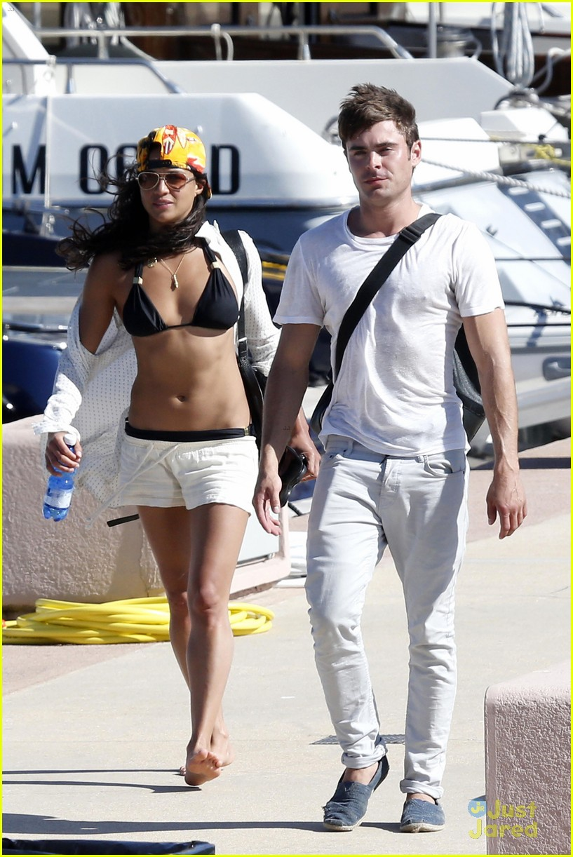 zac efron michelle rodriguez boat italy vacation 01