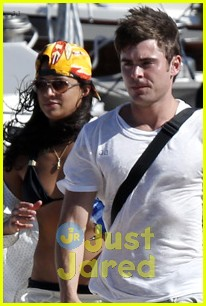 zac efron michelle rodriguez boat italy vacation 04