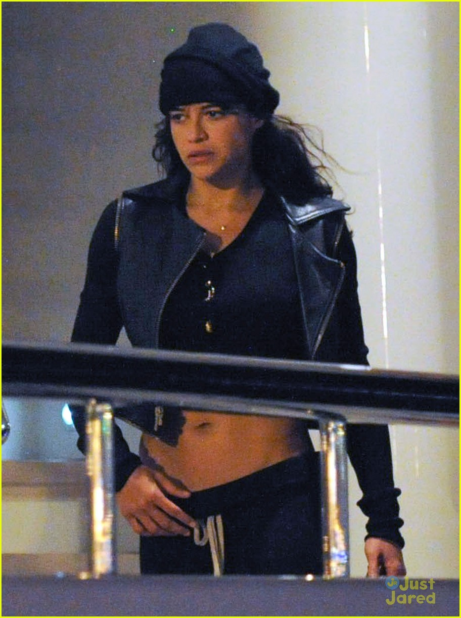 zac efron joins michelle rodriguez on the yacht in ibiza 02