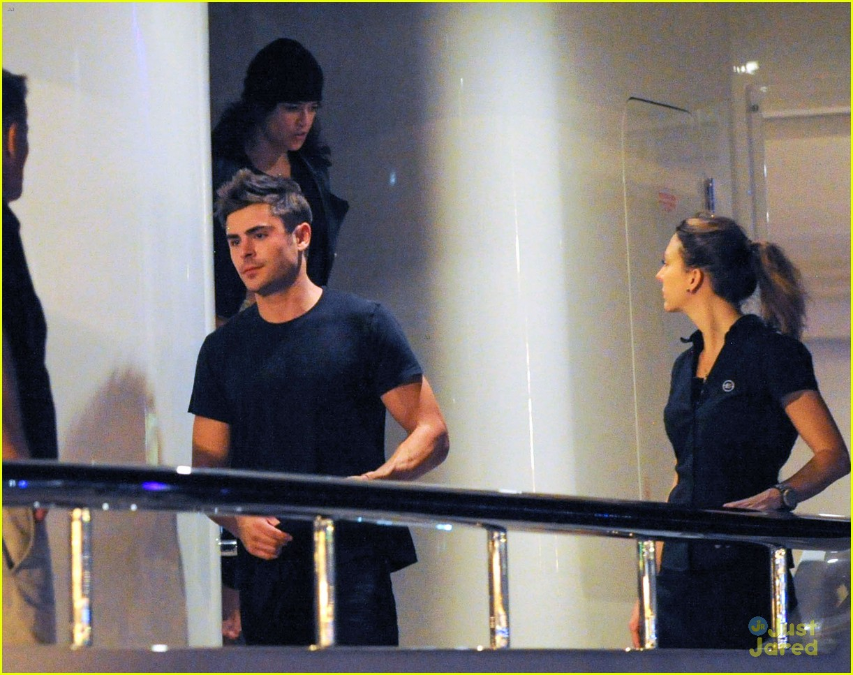 zac efron joins michelle rodriguez on the yacht in ibiza 04