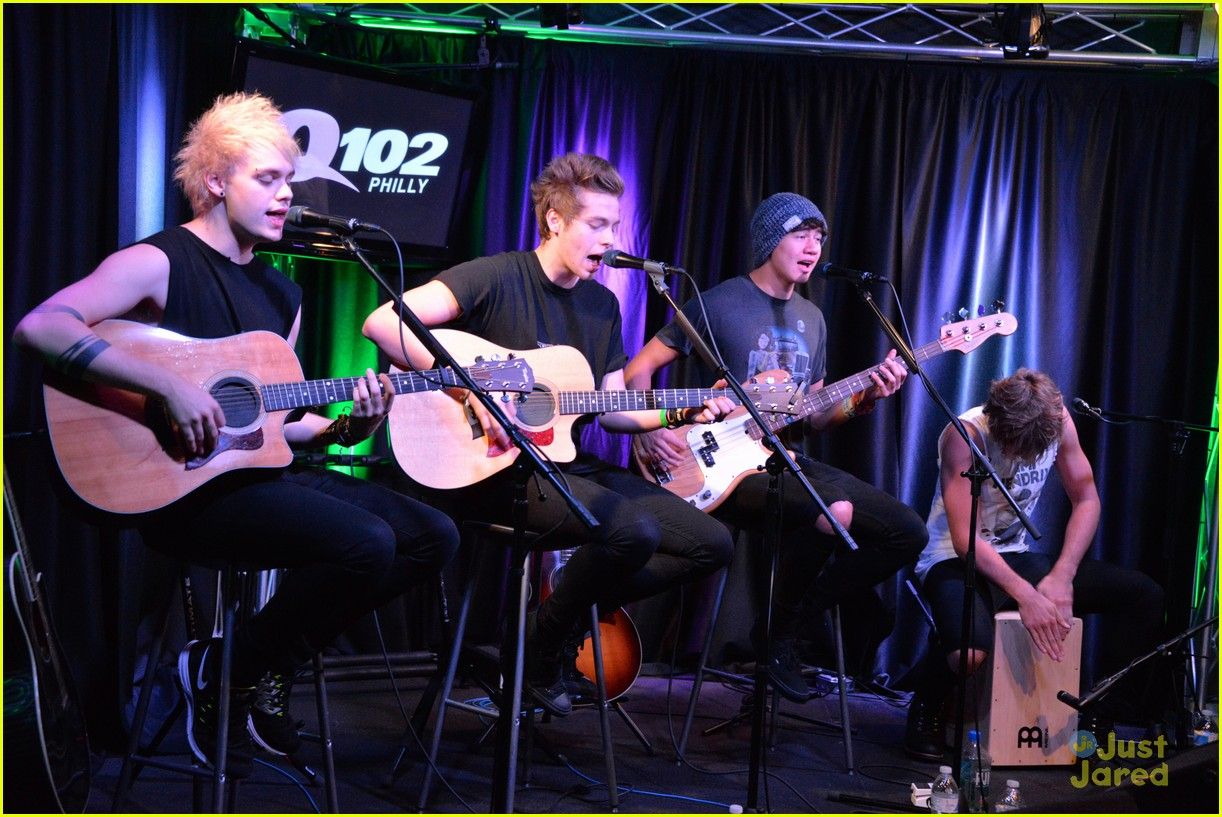 5 seconds of summer accepted their teen choice award surfboard in a 5sos q102 meet greet philly pics 06 m4hsunfo