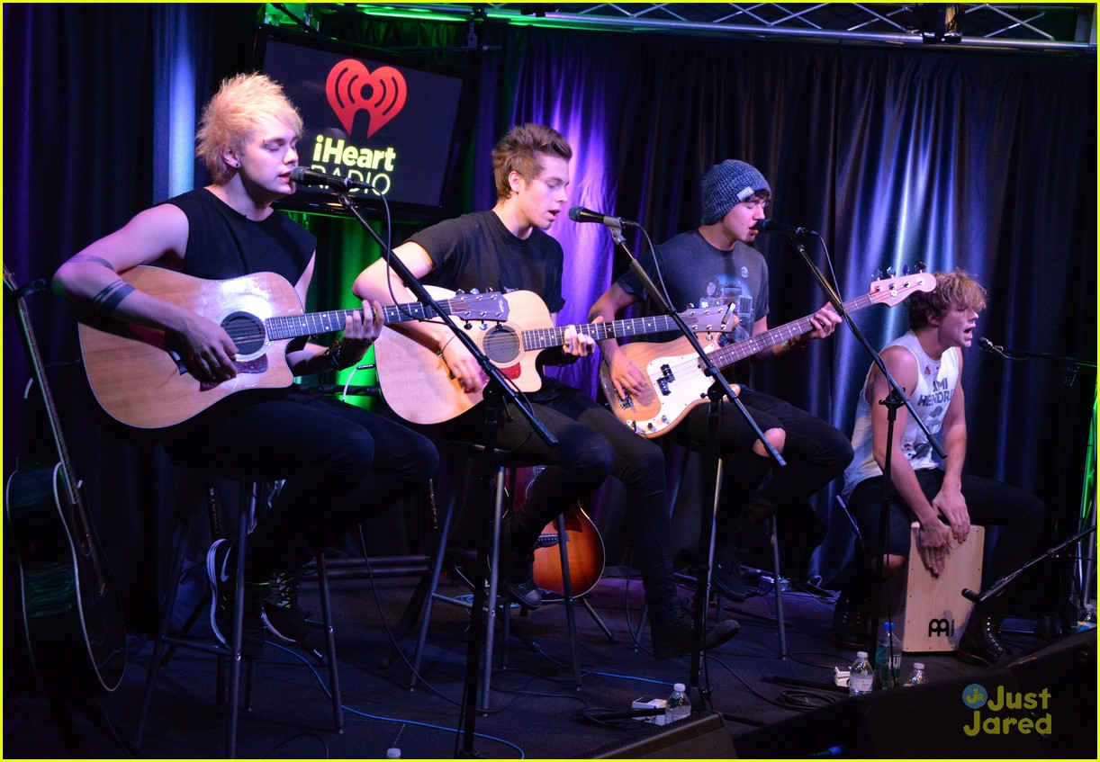 5 seconds of summer accepted their teen choice award surfboard in a 5sos q102 meet greet philly pics 10 m4hsunfo