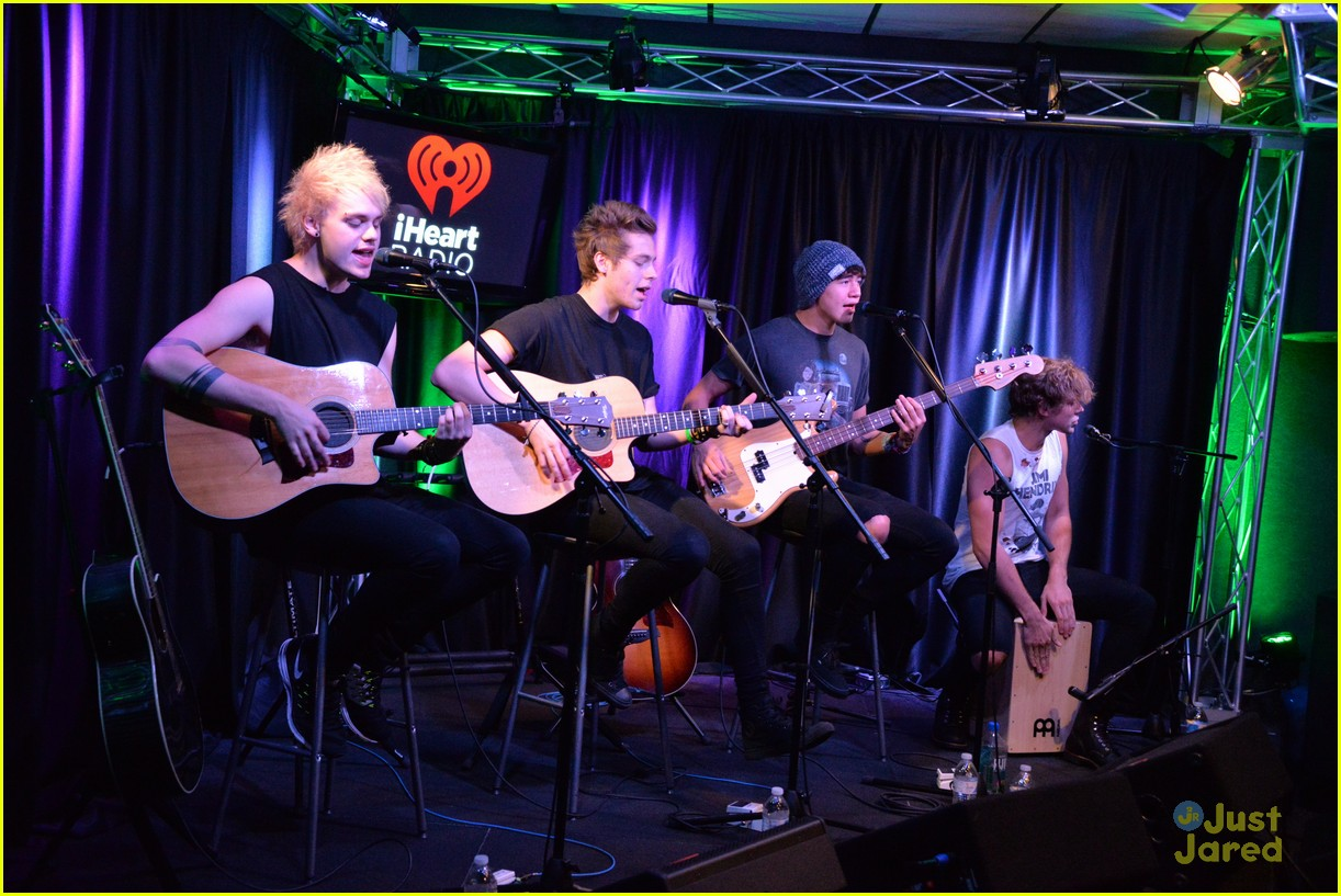 5 seconds of summer accepted their teen choice award surfboard in a 5sos q102 meet greet philly pics 14 m4hsunfo