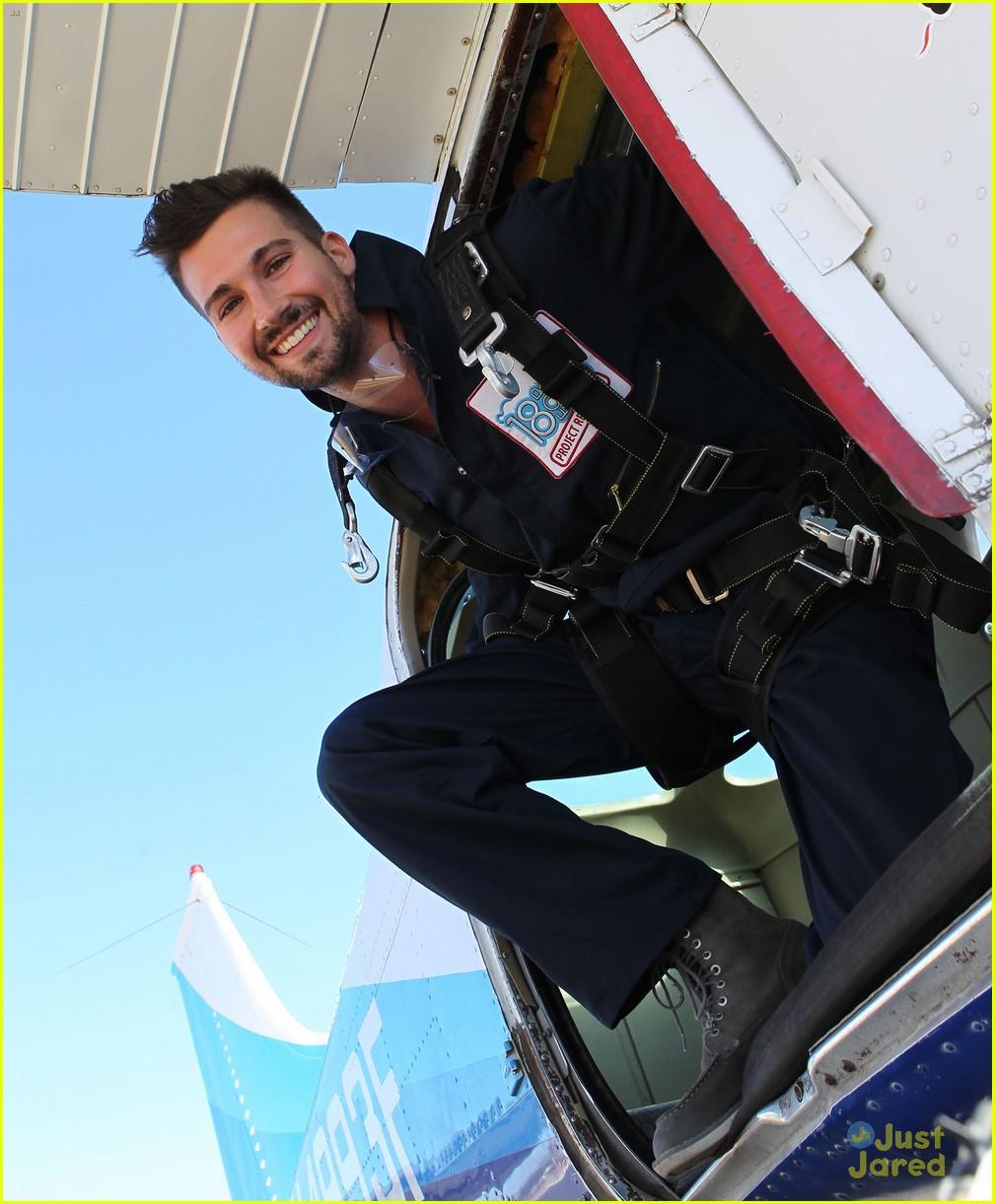 james maslow skydives carlos alexa penavega 04