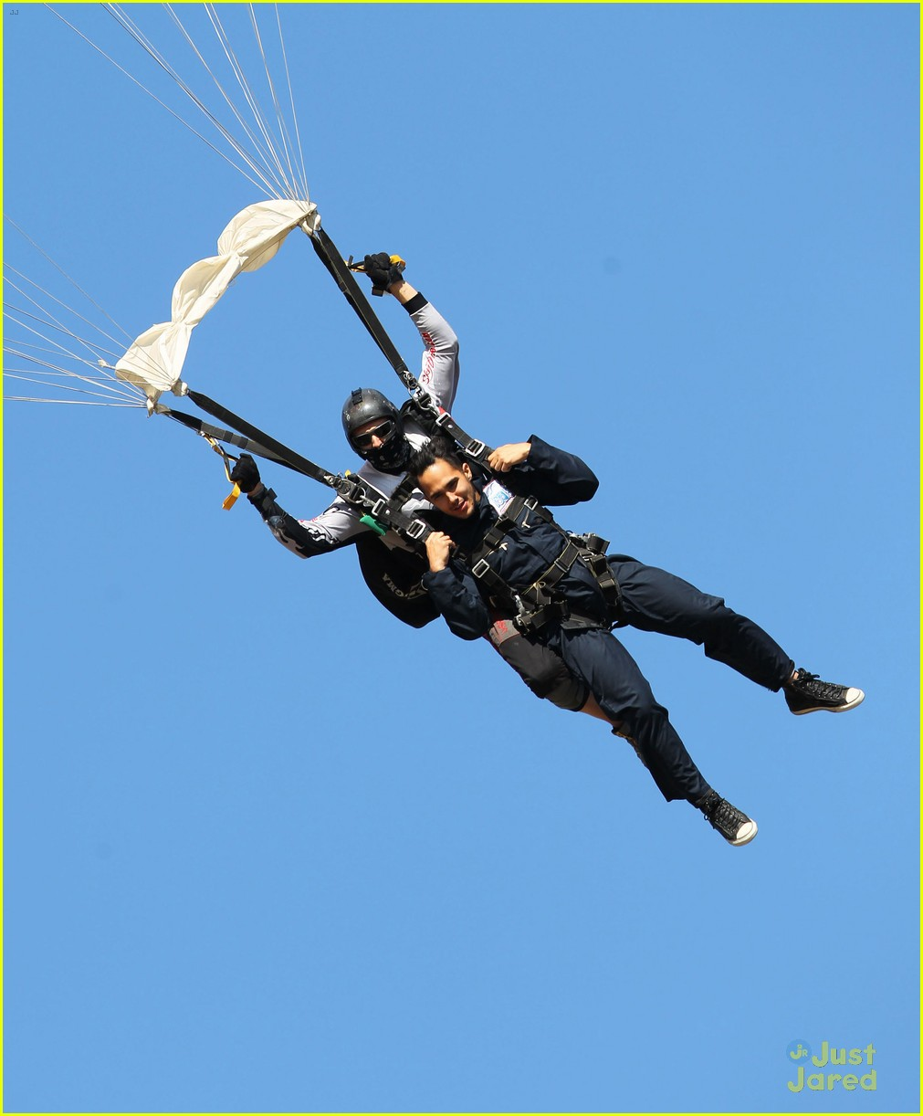 james maslow skydives carlos alexa penavega 17