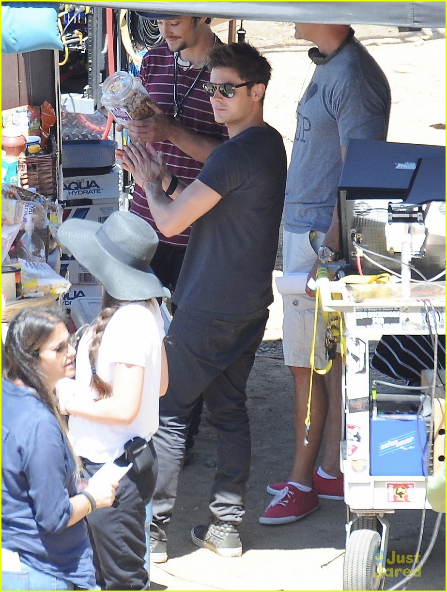 7e929d88041534 Zac Efron Hangs Out In Tree On  We Are Your Friends  Set After Michelle  Rodriguez Split
