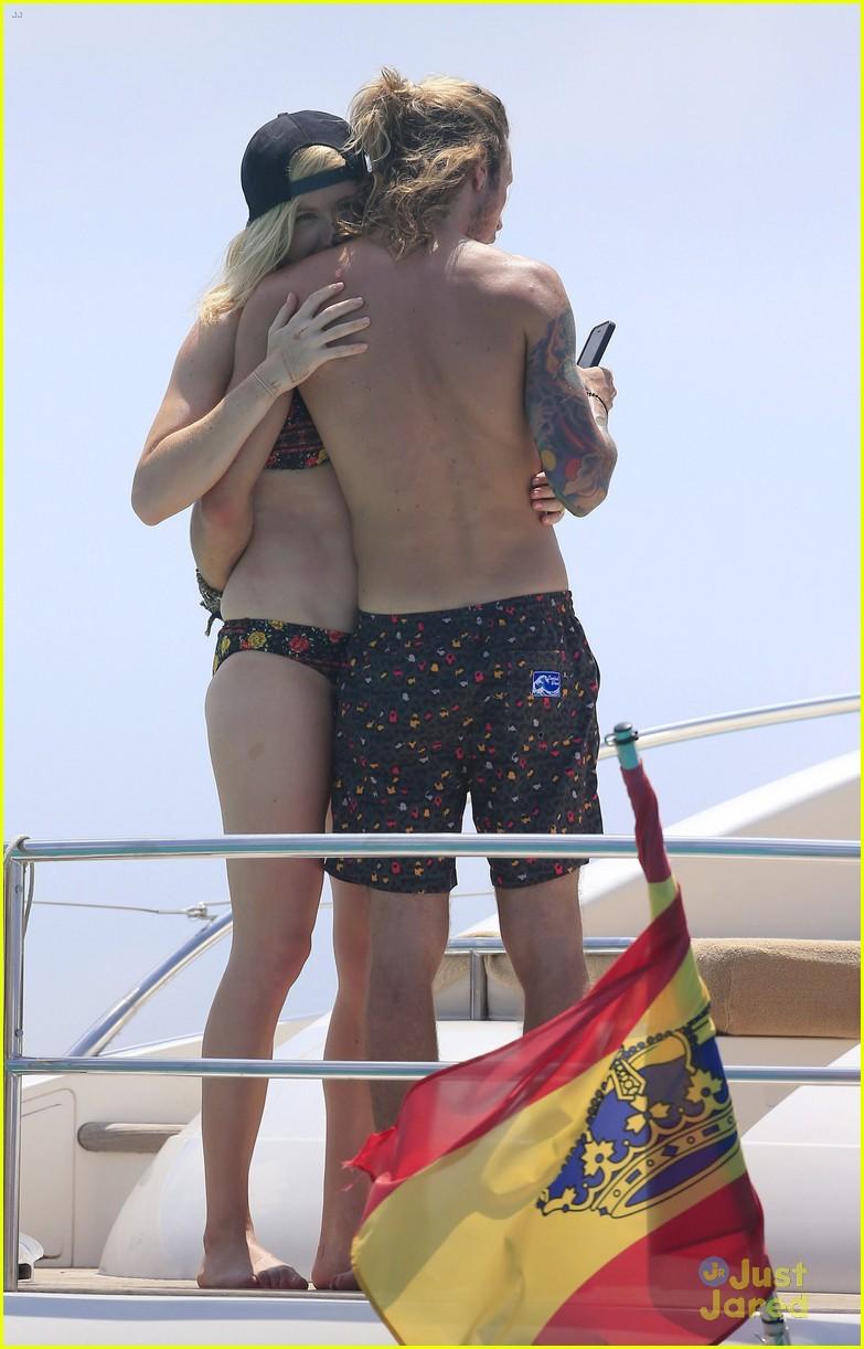 ellie goulding dougie poynter bikini vacation ibiza 38