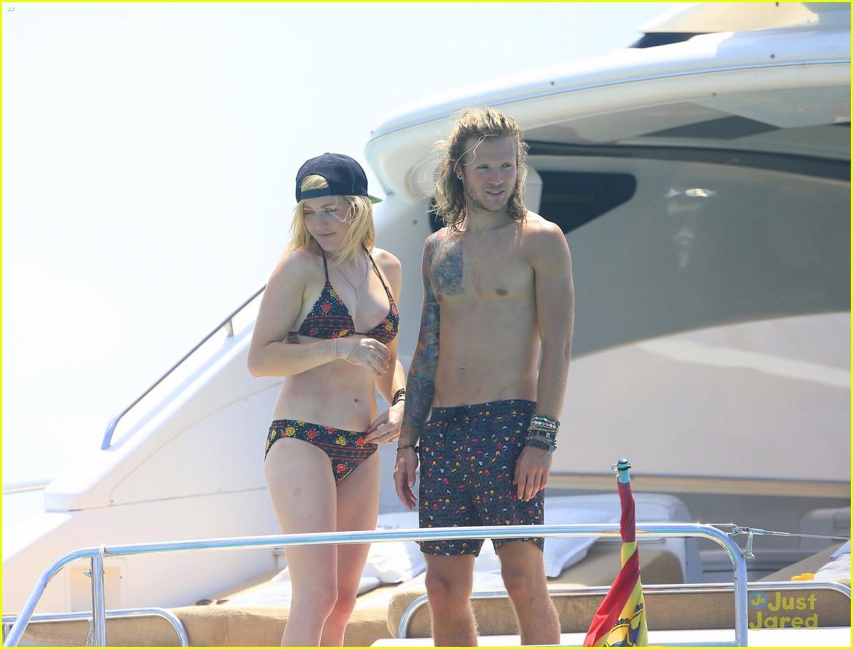 ellie goulding dougie poynter bikini vacation ibiza 39