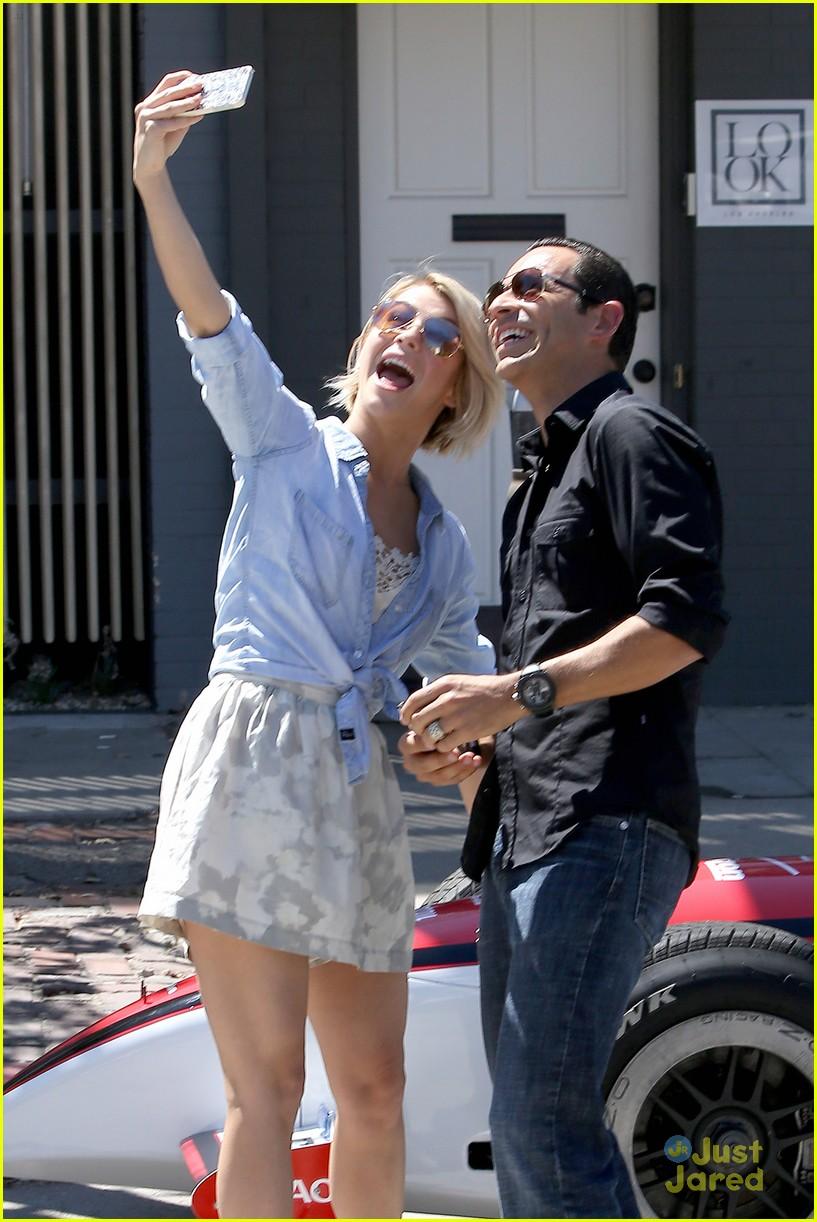 julianne hough helio castroneves selfie before race 05