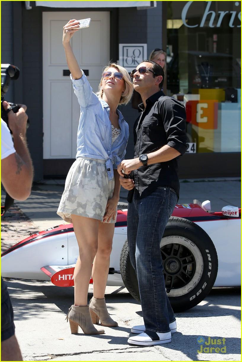 julianne hough helio castroneves selfie before race 13