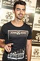 joe jonas reveals favorite kind of pizza 30