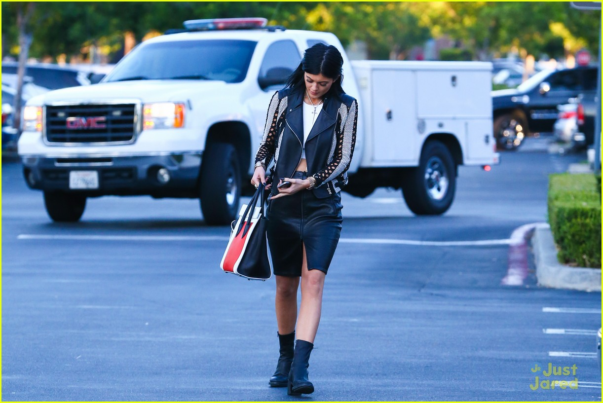 kylie kendall jenner madden girl bts video 25