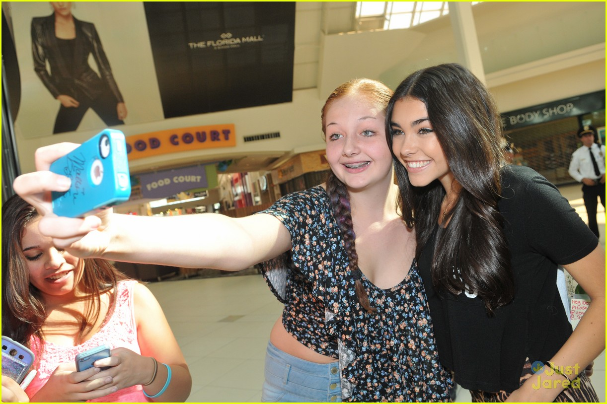 madison beer mac store appearance orlando 02