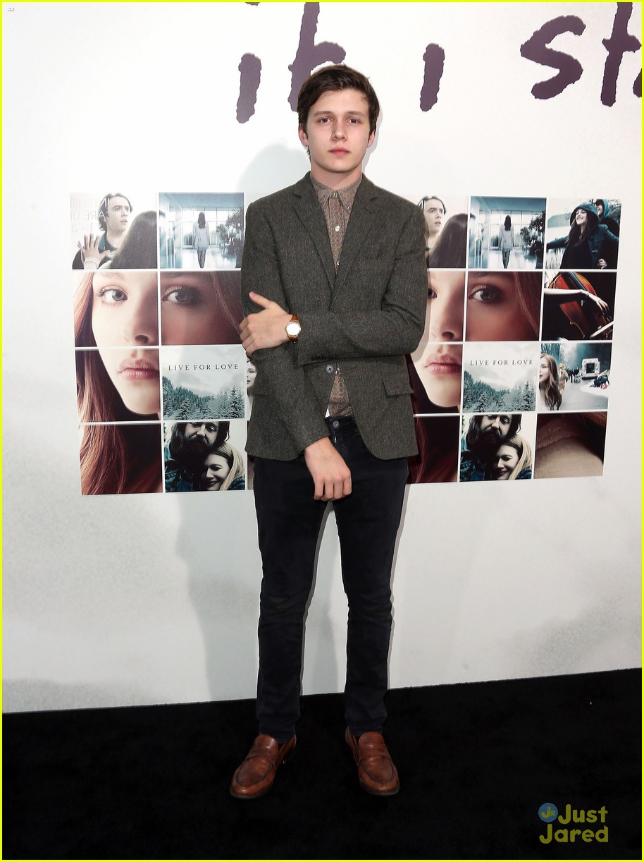 nick robinson emma kenney if i stay premiere 04
